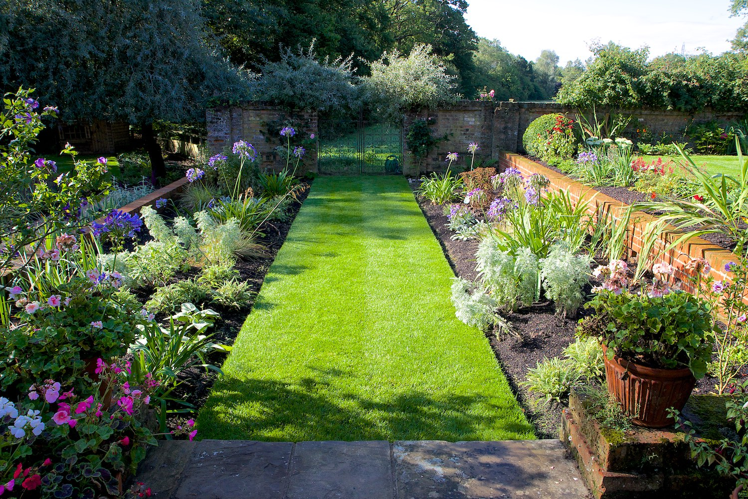 Garden Design in Dogmersfield, Hampshire - PC Landscapes